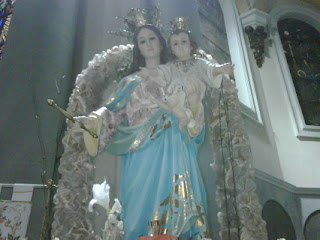 """San Juan Bosco decía: """"Propagad la devoción a María Auxiliadora y veréis lo que son milagros"""" y recomendaba repetir muchas veces esta pequeña oración: """"María Auxiliadora, rogad por nosotros"""". El decía que los que dicen muchas veces esta jaculatoria consiguen grandes favores del cielo."""