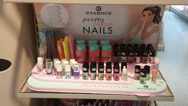 essence - pretty cared Nails