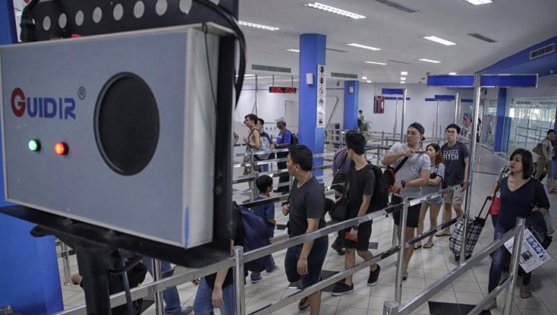 Penumpang dari Singapura tiba di terminal ferry Batam