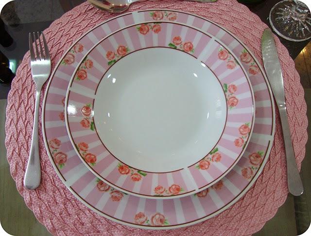 Aparelho de Jantar de Rosas com Listras Rosas e Brancas