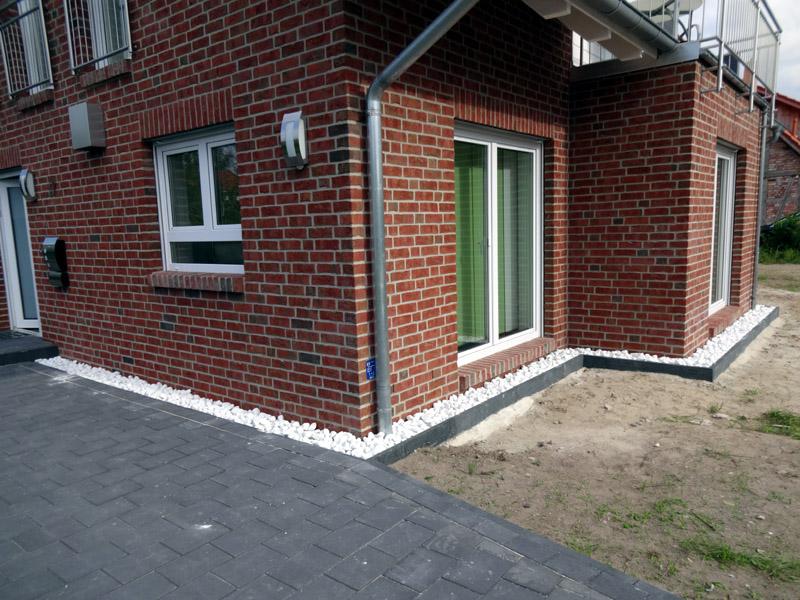 kiestraufe kies als spritzschutz bautagebuch isernhagen. Black Bedroom Furniture Sets. Home Design Ideas