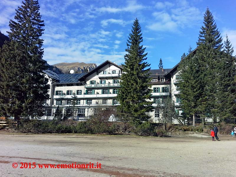 Visitare le Dolomiti in inverno: il Lago di Braies ...