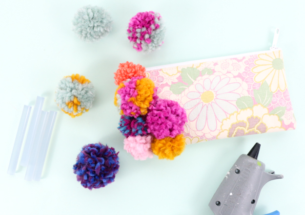 Learn how to DIY this amazing pom pom clutch - the perfect winter statement piece - target style - anthropologie clutch knockoff DIy tutorial