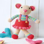 http://www.topcrochetpatterns.com/free-crochet-patterns/mouse-toy