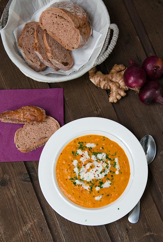 Kürbis-Orangen-Suppe mit Chili und Zimt Rezept einfach