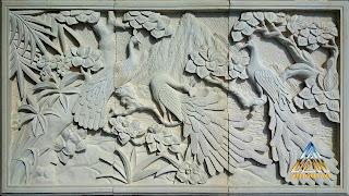 Relief batu alam paras jogja (Batu putih) gambar burung merak