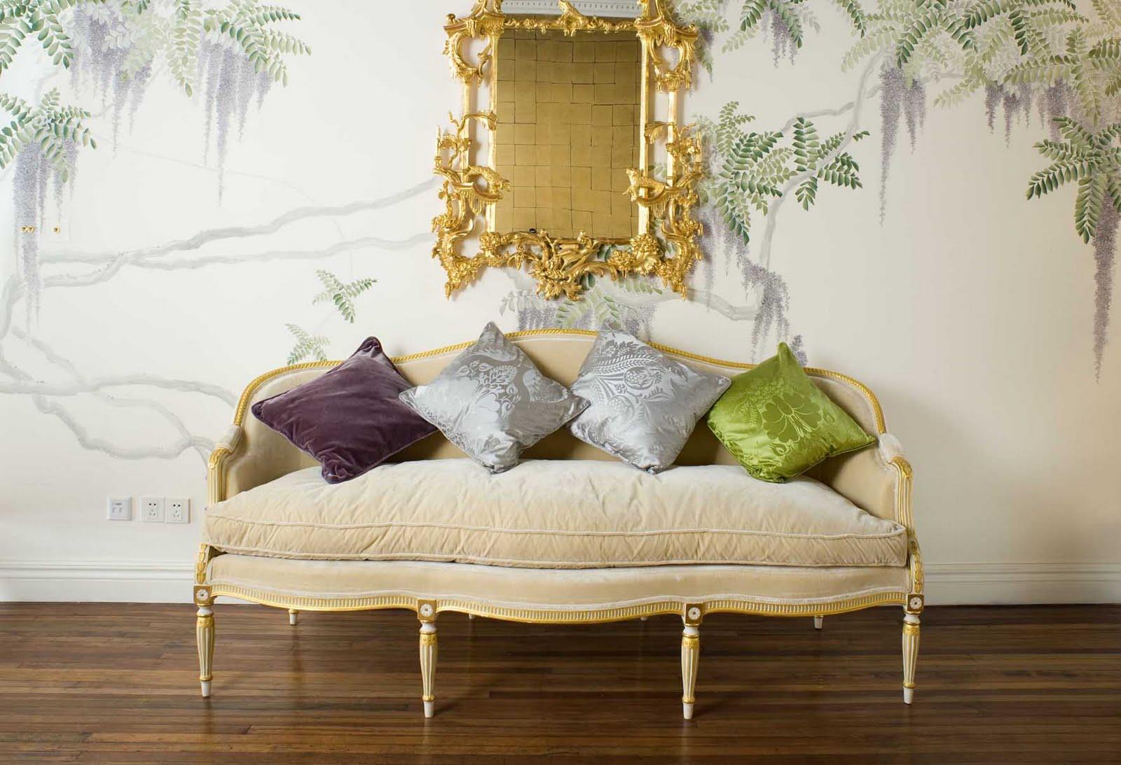 pretty french settee pillows gold mirror eclectic home decor ideas de gournay1