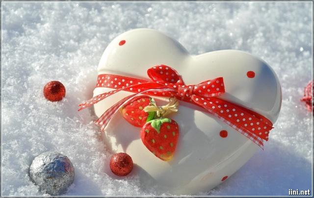 ảnh trái tim dễ thương trong băng tuyết