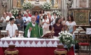 Linh Mục Tây Ban Nha chúc phúc cho cặp nữ đồng tính trong Thánh Lễ