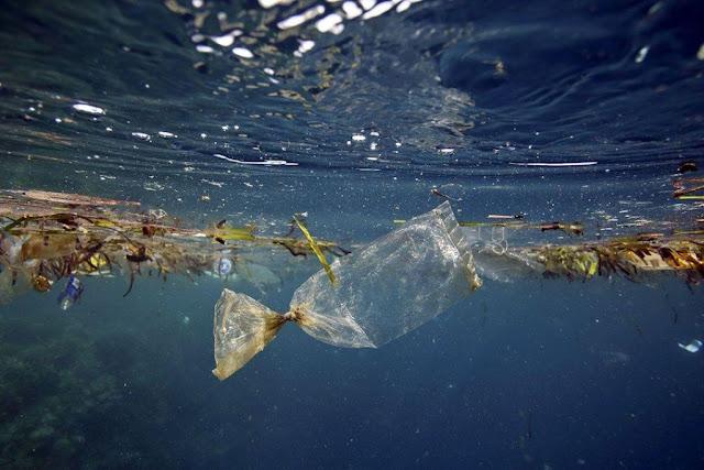 Παγκόσμιος σκουπιδοντενεκές των πλαστικών αποβλήτων οι θάλασσες της Ασίας