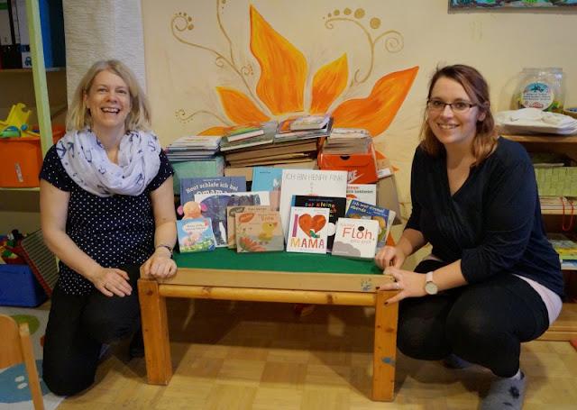 """Das Bücherboot für andere: Die große Spendenübergabe. So viele Kinderbücher-Spenden sind bei meiner großen Aktion auf Küstenkidsunterwegs eingegangen, dafür möchte ich herzlich """"Danke!"""" sagen. Lest alles über die Spendenübergabe und freut Euch mit!"""