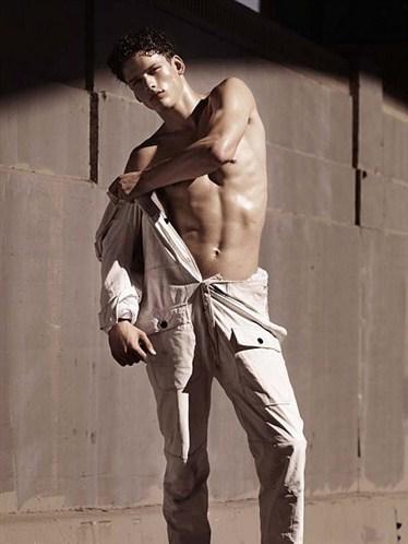 Simon Nessman Model