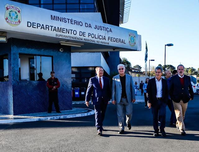 Armando Monteiro visita ex-presidente Lula em Curitiba