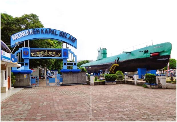 Jelajah Wisata Berbujet Ekonomis di Surabaya, monumen kapal selam