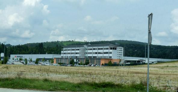 Foto de la fábrica de autocaravanas Adria en Novo Mesto. Ruta en autocaravana por Eslovenia. Caravaneros