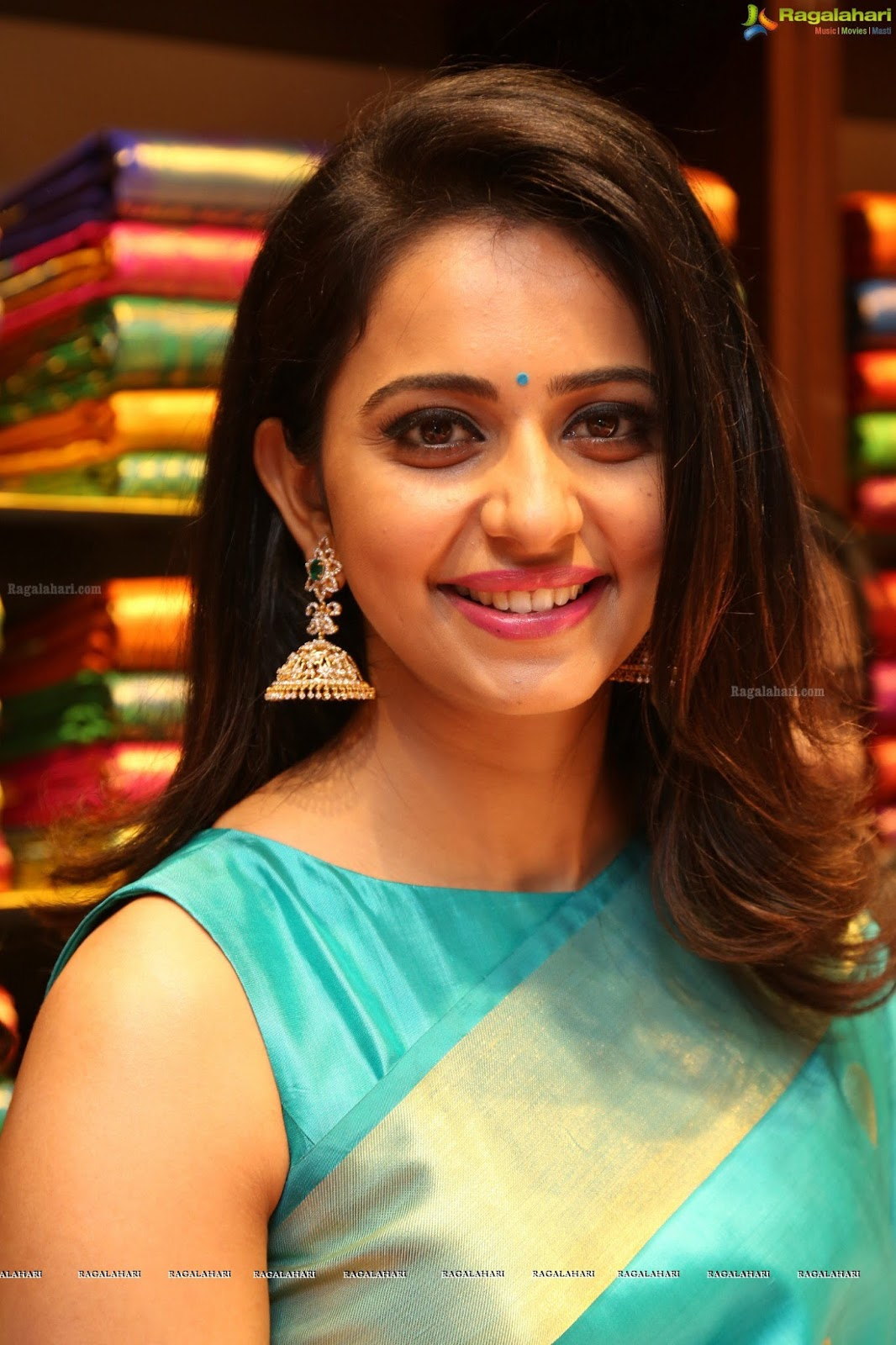 Only Actress Nayanthara Green Saree Stills Dubai Seenu Movie-3023