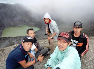 Selfie Kawah Gunung Kelud oleh Komunitas Unik