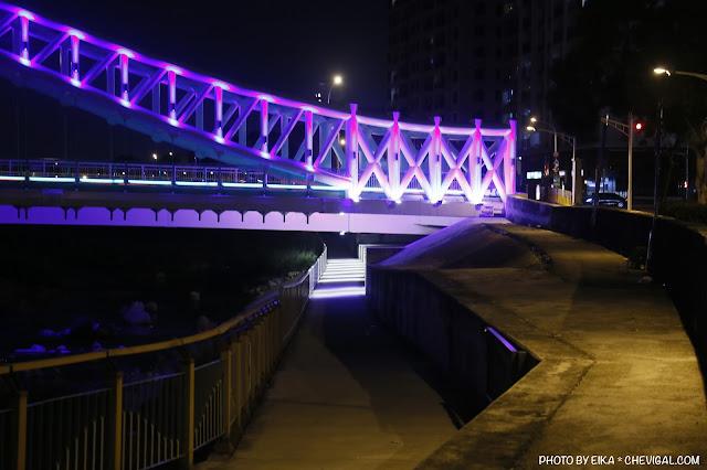 MG 0697 - 台中景點│橫跨旱溪的紫藍色彩海天橋,夜裡不可錯過的迷人紫調!