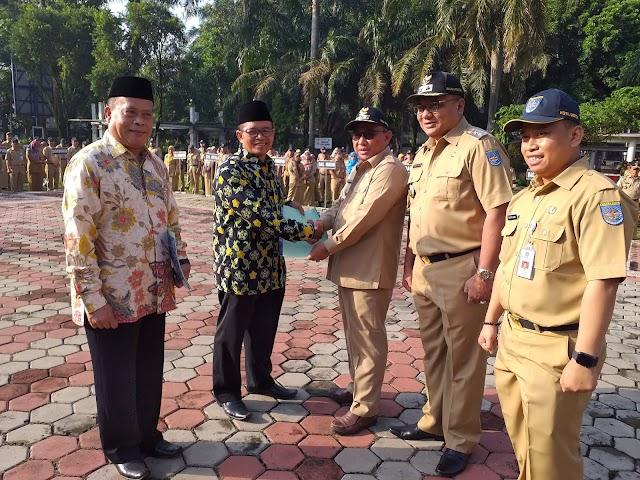 Walikota Serahkan SK Pensiun Dua Mantan Camat