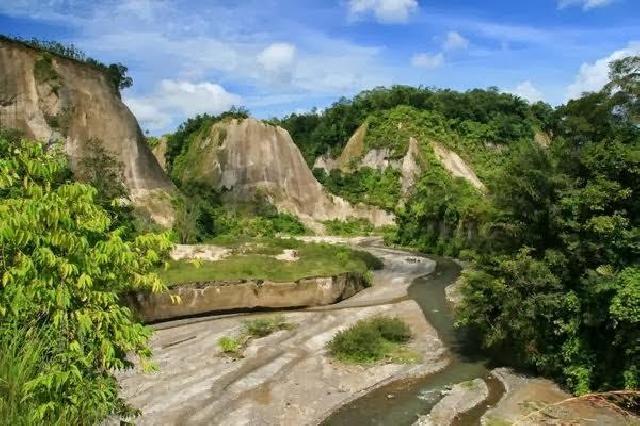 Tempat Wisata Ngarai Sianok Nan Indah di Bukit Tinggi