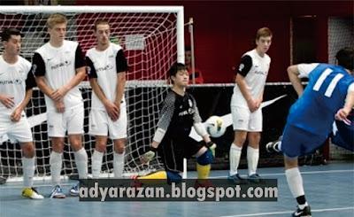 ada banyak sekali pelanggaran yang bisa terjadi Pelanggaran & Sanksi dalam Olahraga Futsal Yang Wajib Diketahui !