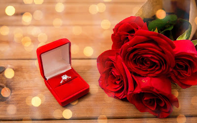 prapose-for-marriage-with-ring-and-roses