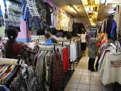Disamping tekstil Pasar Baru juga menyediakan Food Court. ATM CENTRE 5ec26f7077