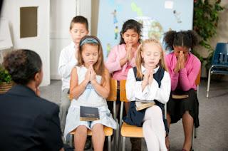 http://www.pustakakristen.com/2017/01/kualifikasi-guru-sekolah-minggu.html