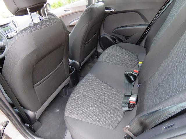 novo Hyundai HB20 Turbo 2017 - espaço traseiro