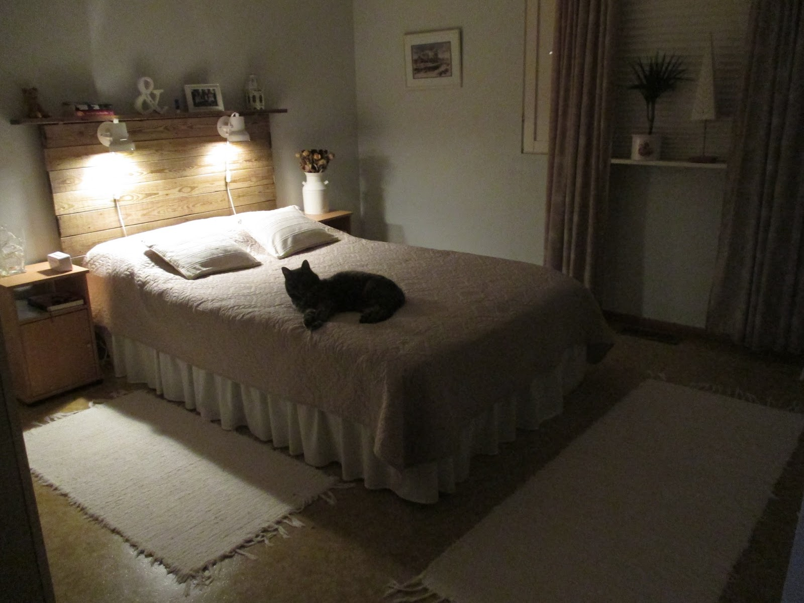 Vardagliga funderingar Gamla brädor = sänggavel