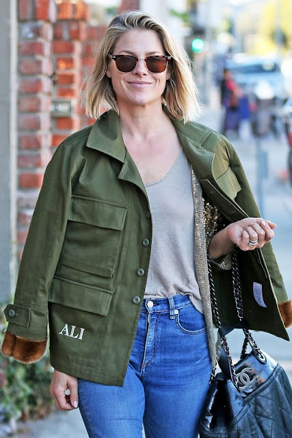 Ali Larter Christmas Shopping Pic in Brentwood