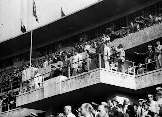 Adolf Hitler en el paco durante los JJOO de Berlin 1936
