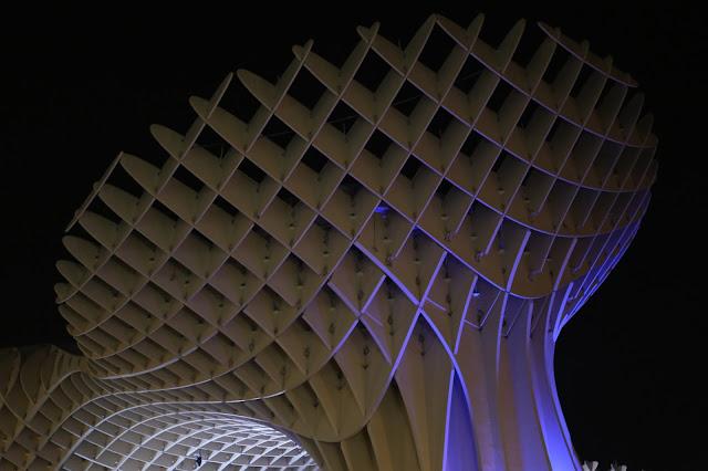 Fotografía nocturna de las Setas de Sevilla