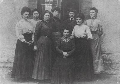 Institutrices de l'école de filles de Sanvignes (71), 1908 (collection musée)