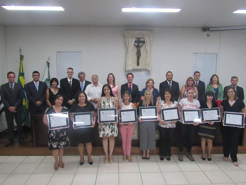 Câmara realiza Sessão Solene e homenageia professores do município