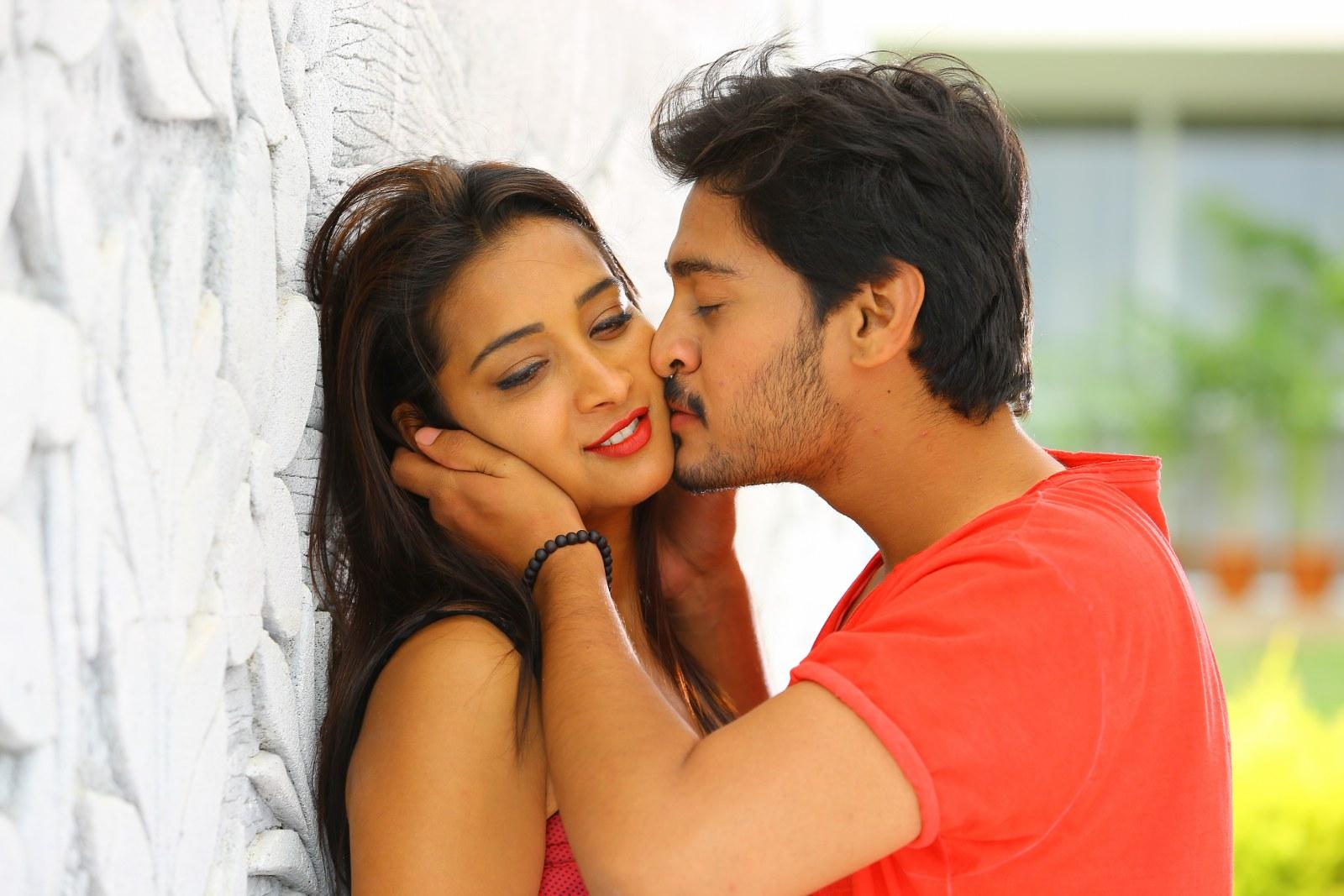 Iddari madhya 18 Movie stills-HQ-Photo-8