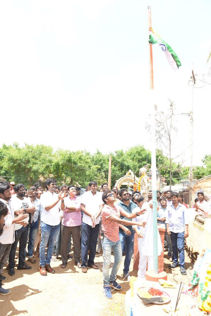 Mega Powerstar Ram Charan celebrates Independence Day on 'Rangasthalam'  Mega Powerstar Ram Charan, Director Sukumar, Actor Aadhi Pinisetty & the unit members celebrated Independence Day on the sets of 'Rangasthalam'.