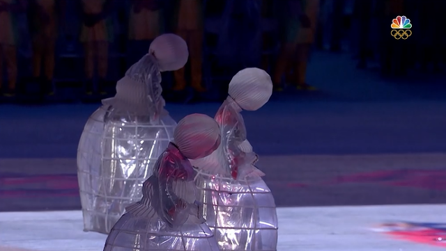 Magearna robot girls Japan flag Rio 2016 Olympic Games Closing Ceremony