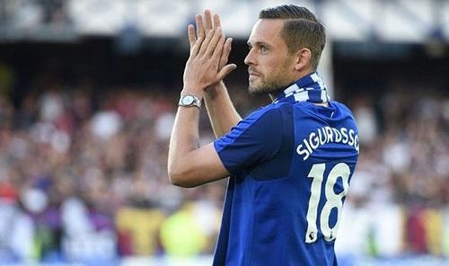 Sigurdsson chuyển nhượng tới Everton với mức phí kỉ lục.