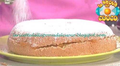 Torta farcita all'albicocca in padella ricetta Cattelani da Prova del Cuoco