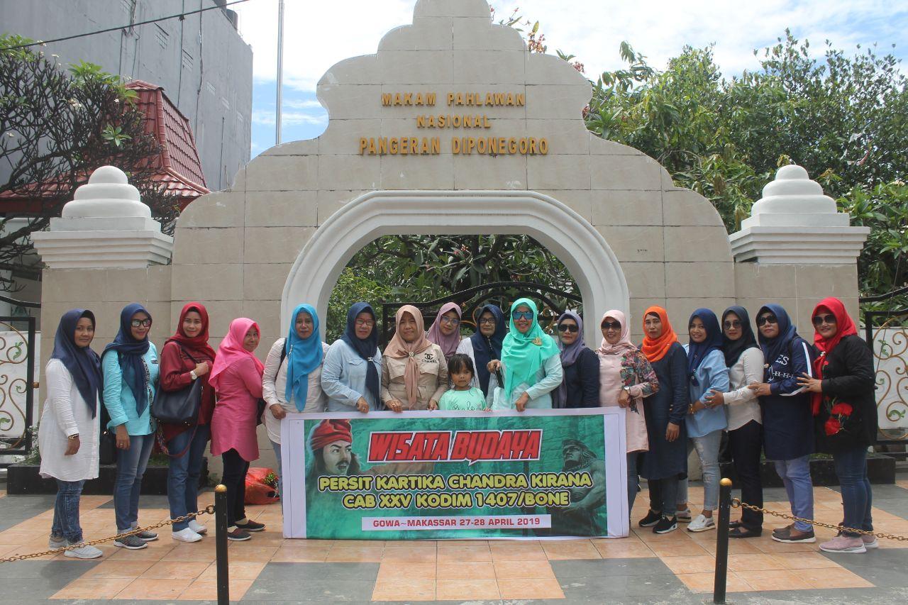 Persit KCK Cabang XXV Kodim 1407/Bone Lakukan Wisata Budaya di Gowa dan Makassar