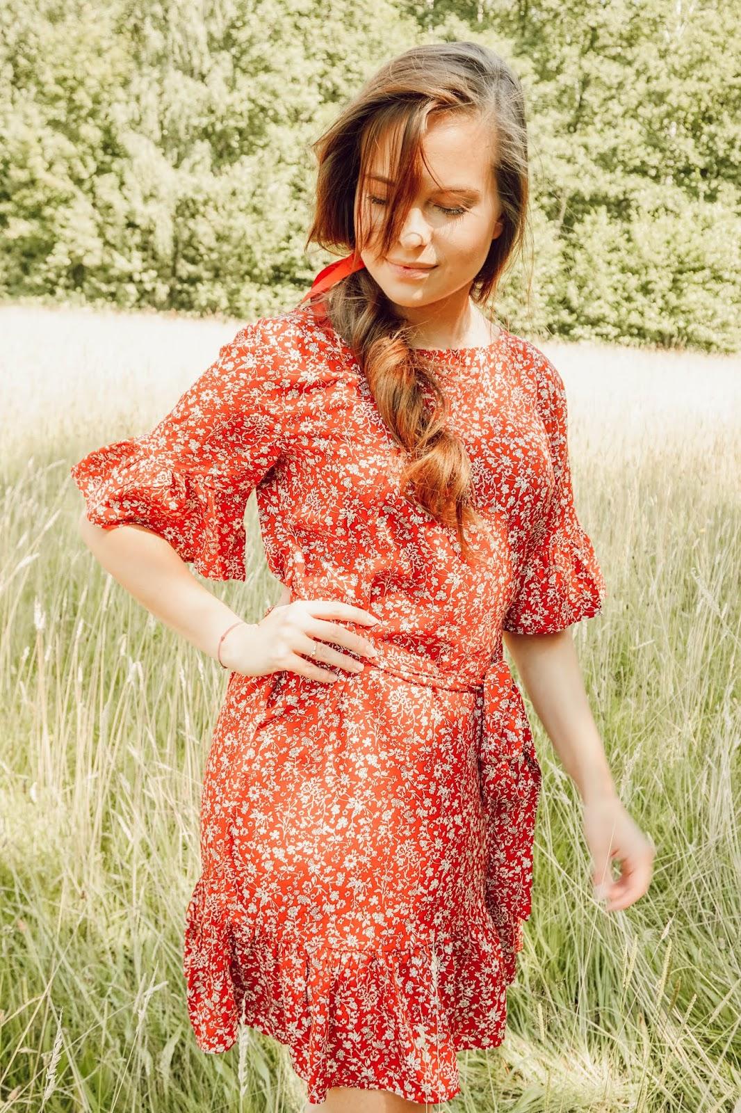 ☼ Czerwona sukienka.