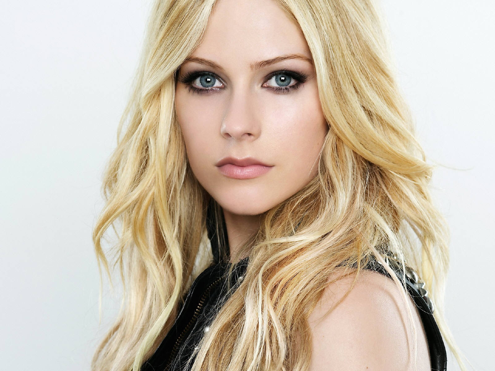 Avril Lavigne Hot HD Wallpaper ~ WALL PC
