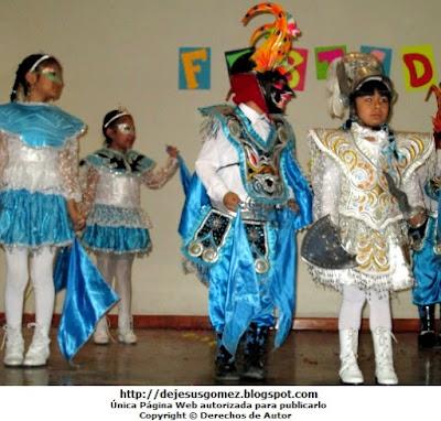 Foto de niños con el traje de la Diablada de Puno. Foto tomada por Jesus Gómez