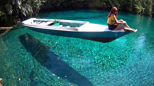 Paket Wisata Pulau Derawan dan Danau Labuan Cermin