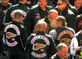 Tre man fran hells angels haktade for utpressning