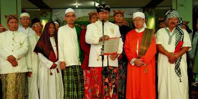 Penyerahan Suhuf Halaqah Saat Tradisi Dudgeran Semarang