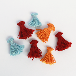 DIY MINI TASSELS USING A FORK