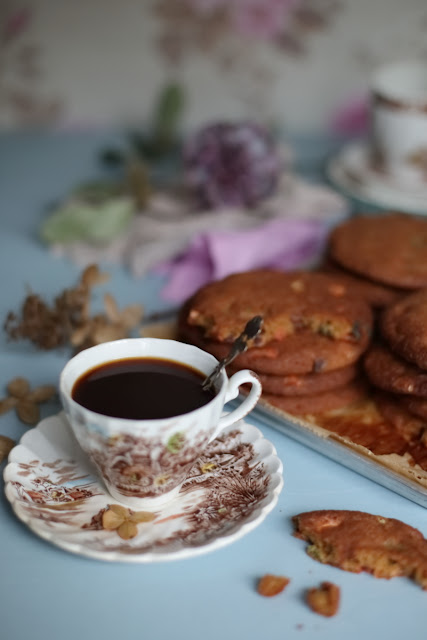 still life, suklaamurukeksit, chocolate chip cookies, gluteinfree