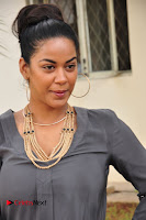 Actress Mumaith Khan Pictures at Thikka First Look Launch  0004.JPG